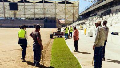İzmirdeki Alsancak Stadında çim serimi başladı